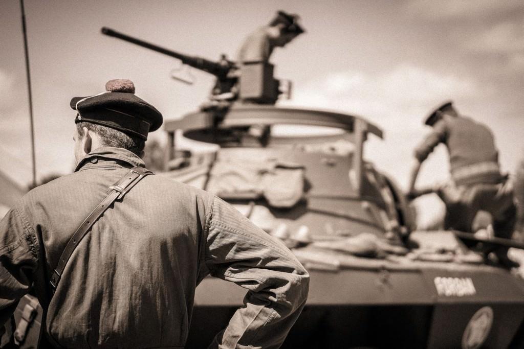 Reconstitution d'un camp américain de 1944 avec 70 participants en tenues d'époque, exposition de véhicules lourds et légers