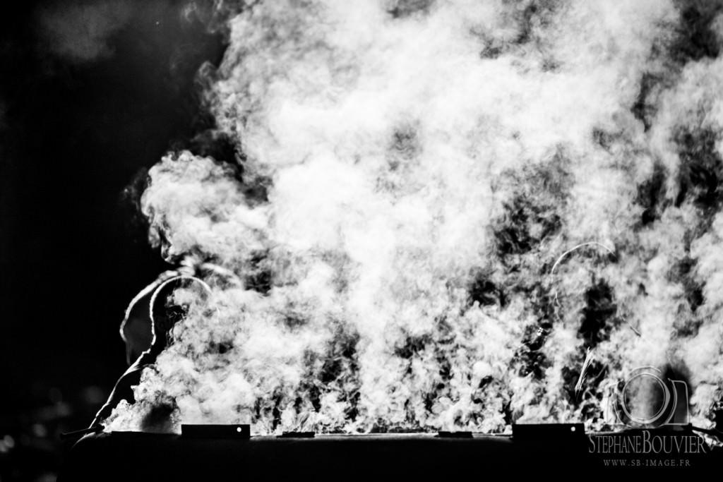 Les hommes de l'ombre au barbecue. Festival au Pont du Rock 2015