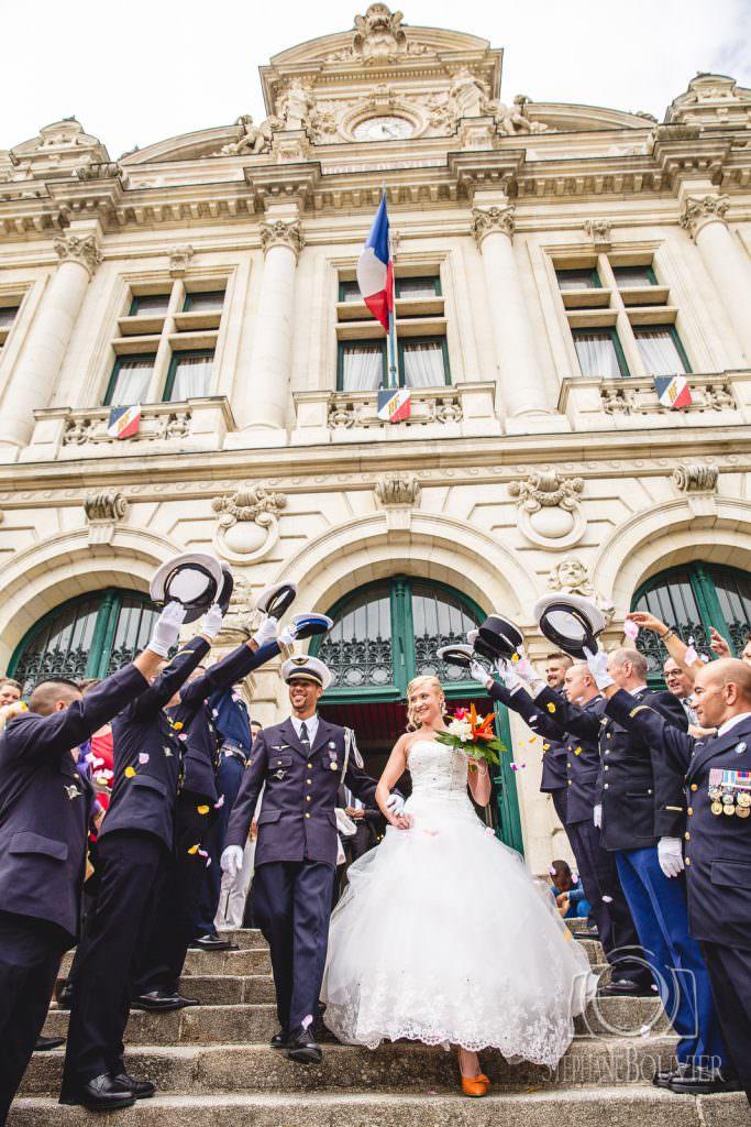 Mariage mairie de Vannes, haie d'honneur uniformes armée de l'air